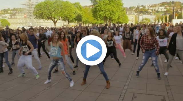Zumba Flashmob Stuttgart 2015 (Germany) by TanzES & MoveDanceSweat